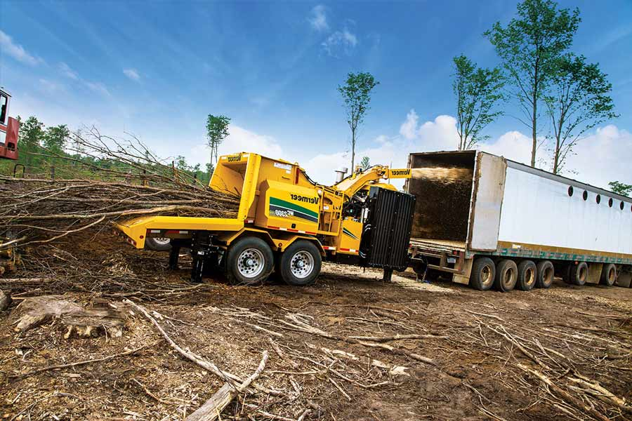 tub-grinder-chipping-trees-in-land-clearing-operation